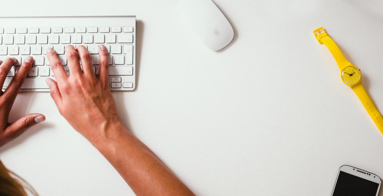 keyboard-hands-desk-watch-Damian-zaleski-lifeofpixcom-1440x739