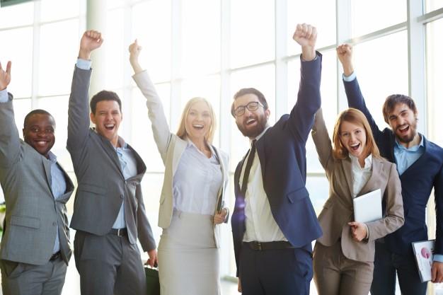 gente-de-negocios-celebrando-el-exito